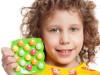Поддержать иммунитет. Стоит ли давать витамины детям?