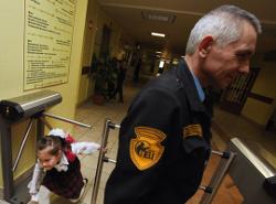 Должностные обязанности охранника в школе статья закона