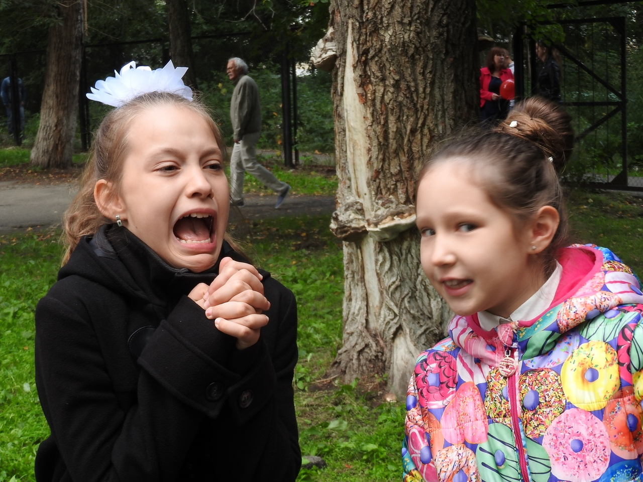 Каникулы кончились... (Маша кашапова 9 лет, Саша Попова 10 лет)
