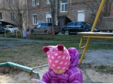 Все дети, как дети, одна я в песочнице книги читаю (фото от Губаревой Анны)